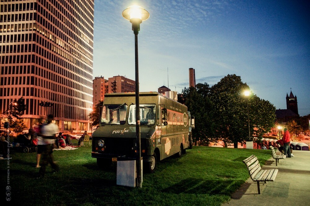 Le Petit Poutine Food Truck in Manhattan Square